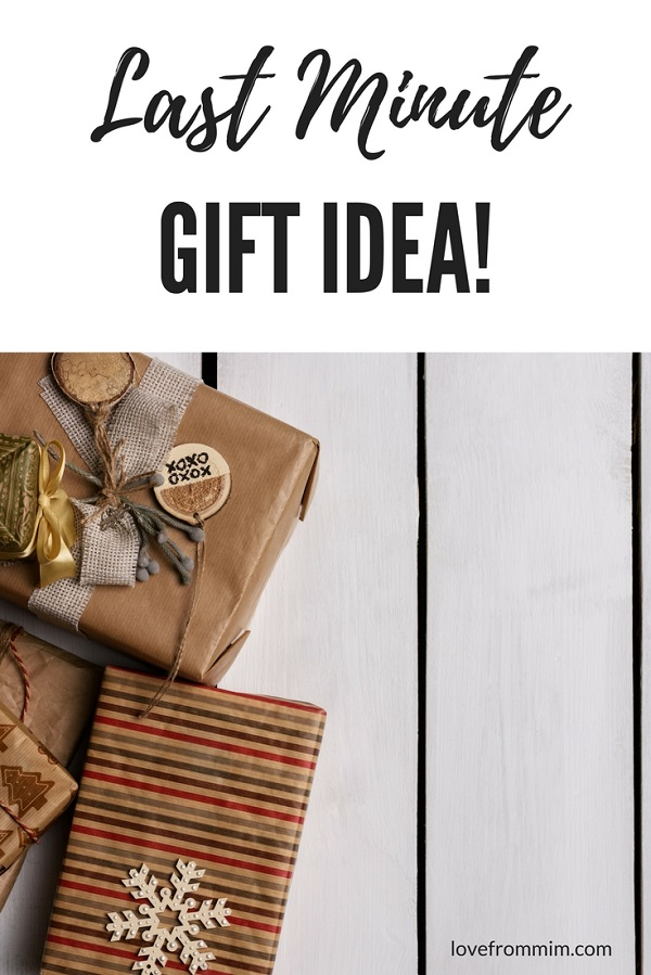 Are you looking for last minute gifts for family and friends? You'll love these last minute gift ideas that are budget friendly gifts and long distance gift ideas for overseas family and friends #lastminutegiftideas #giftideas #familygifts #lastminutegiftideas #moonpig