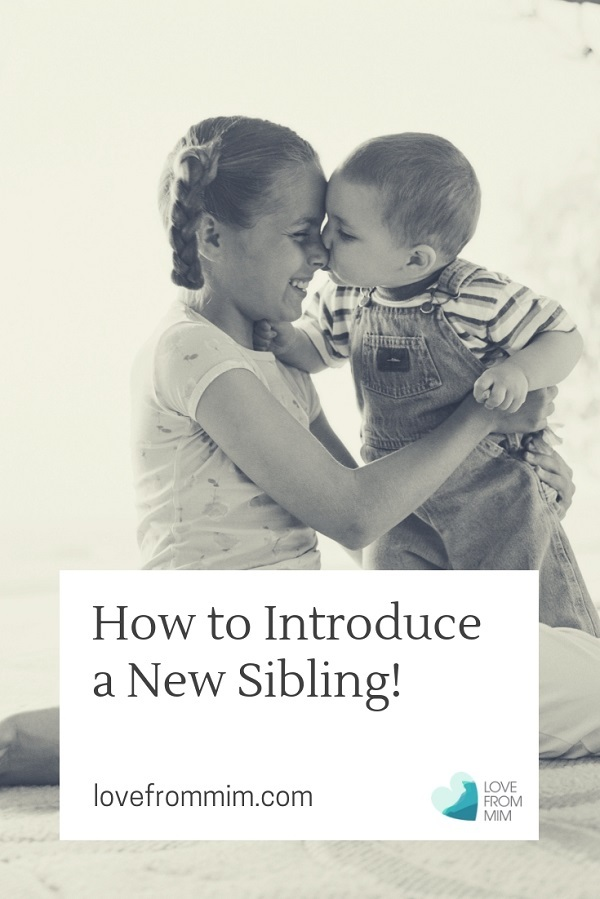 Tips on how to introduce a new sibling to your child from a parenting expert! #newbaby #subling #siblings #secondpregnancy #siblingrivalry #parentingadvice #parentingtips