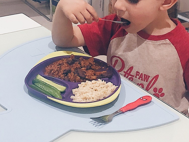 Child eating chilli con carne - Love from Mim
